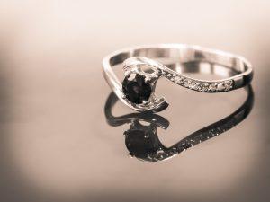 טבעת עם אבן חן