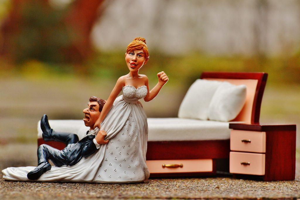 בובת של חתן וכלה ומיטה