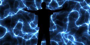 אדם על רקע של חשמל