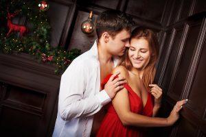 גבר ואישה מחובקים